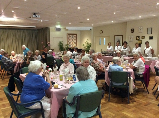 1605 Ladies Day Lunch09